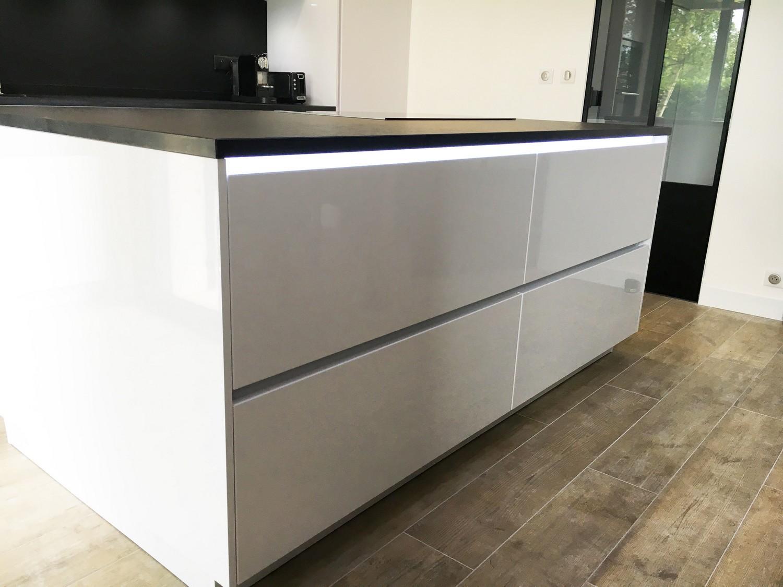 Installation cuisine alno antony dans les hauts de seine plan granit - Eclairage led cuisine plan travail ...